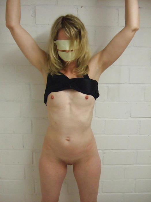 Blonde coquine soumise attend son ami de sexe sur Orléans